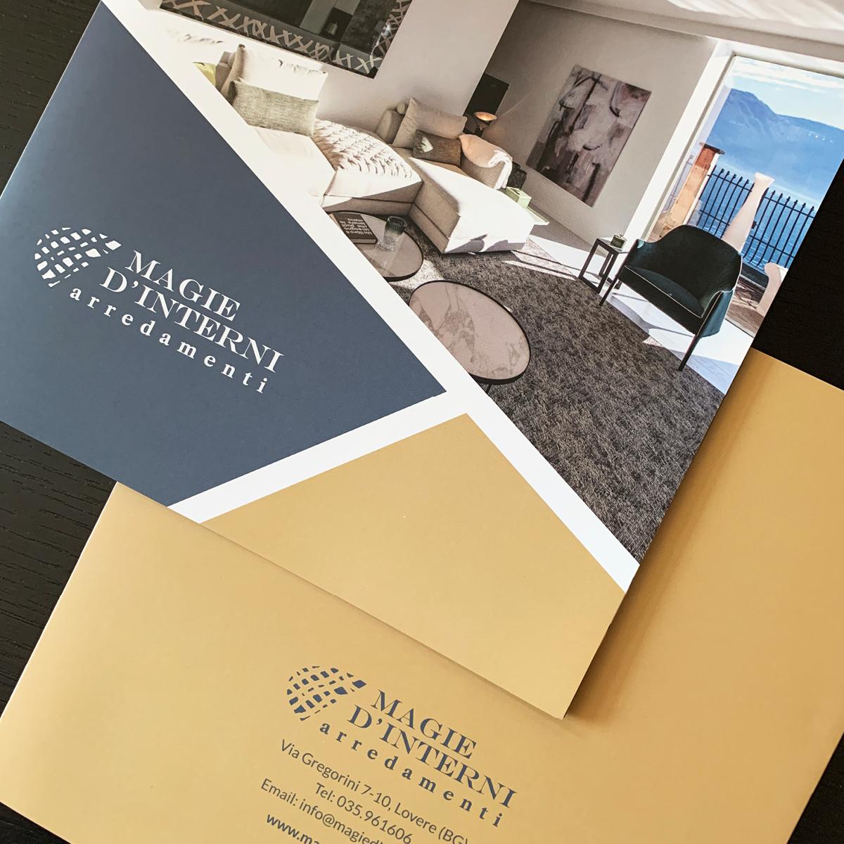 Progettazione grafica brochure 21x21cm - Magie d'interni arredamenti Lovere (Bg)